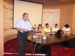 Доц.Бойчо Биволарски (вляво) ще се бори за кметското място наесен от името на БСП.