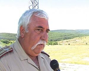 Дечко Колев от времето, когато беше началник на полигона, а Спас Панчев беше зам.-министър на МО.