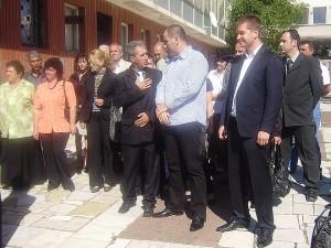 Отдясно наляво: Живко Тодоров, Цветан Цветанов и кандидатът за кмет на Мъглиж Младен Чернаков.