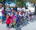 """""""КонтурГлобал Марица изток 3"""" дари велосипеди и компютри за детската градина и училището в гълъбовското село Обручище"""
