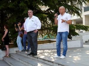 Говори ексдепутатът от 41-то Народно събрание Пламен Русев (вдясно на снимката)