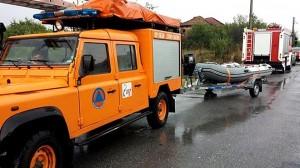 В Априлово спасителите използваха гумени лодки за евакуиране на хората