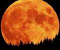Цветът и яркостта на Луната при пълните лунни затъмнения и слънчевата активност
