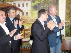 Вдясно - председателята на ЗНС Румен Йончев. Втори отляво - зам.-председателят Евгений Жеков.