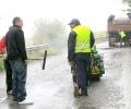 Кандидатът за кмет на Братя Даскалови Сава Савов провери безконтролното и предизборно кърпене на дупки в проливния дъжд