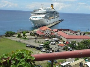 """Круизният кораб """"Коста Луминоза"""" в Гренада"""