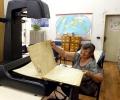В Стара Загора дигитализират вестници от миналия век с модерен планетарен бук скенер