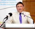 Максим Бехар ще ръководи Световен център за мир и дипломация