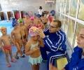 Звездата на българското плуване Антъни Иванов посети урок с деца в басейна на градина