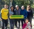 """Доброволци на """"Грийнпийс"""" - България събраха 35 чувала с отпадъци в почистваща акция на Старозагорските бани"""