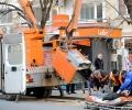 Двама работници са с травми след падане от автовишка в Казанлък