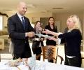 Банкери дариха деца с увреждания в Стара Загора