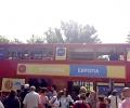 """С двуетажен автобус и куклена постановка отбелязва 25-та годишнина центърът за чуждоезиково обучение """"Училища Европа"""""""