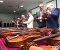 Над 120 музикални инструмента участват в Международния конкурс по лютиерство в Казанлък