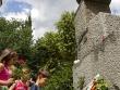 Деца и възрастни положиха цветя пред паметника на Левски в Стара Загора