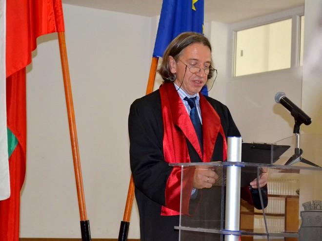 Директорът на колежа проф. д-р инж Ивайло Ганев