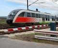 Два влака помляха един след друг на жп-прелез кола с 83-годишен водач