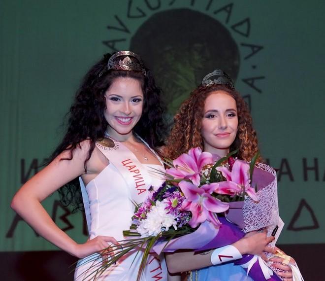 Досегашните царици на АВГУСТИАДА от 2016 и 2017 г. Антония Дойчева (вляво) и Мартина Танева