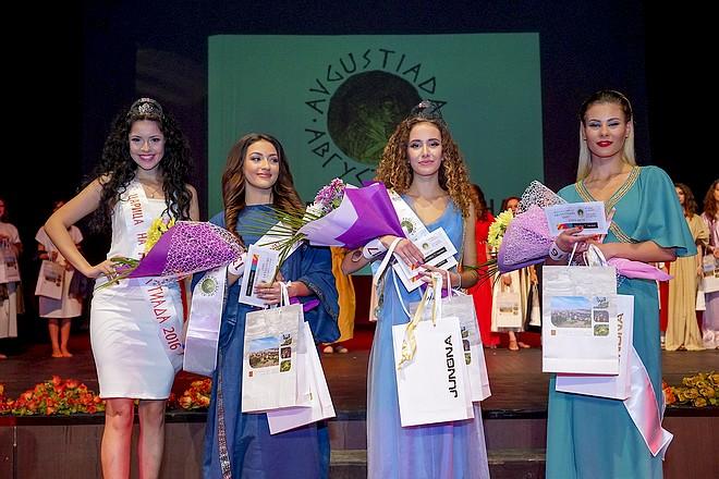 2017 г.; вляво на снимката - Царица АВГУСТИАДА 2016 г.