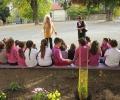 Деца засадиха магнолии в Стара Загора по примера на Методий Кусев