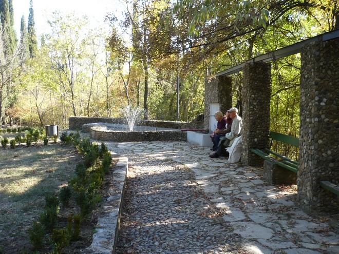 Новият шадраван по западната алея - красота и спокойствие