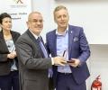 """Д-р Стефан Бузалов получи званието """"Доктор по медицина"""" на тържествена церемония в Деня на будителите"""