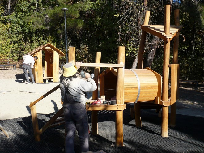 Нова детска площадка по западната алея