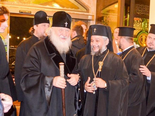 Патриарх Кирил (вляво) по време на посещението му в Стара Загора и Старозагорският митрополит Киприан