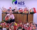 За 11-та поред година ученици от Гълъбово майсториха мартеници в конкурс на ЕЙ И ЕС България