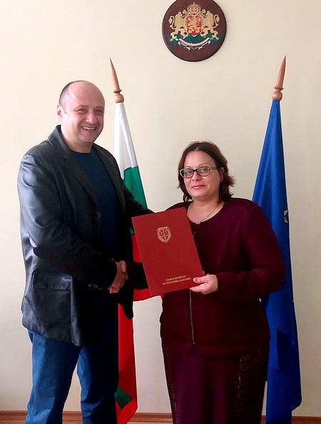 Гриша Мавров, административен ръководител на Районна прокуратура - Стара Загора, връчи наградата на прокурор Десислава Калайджиева