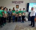 ВМРО-БНД подари картини на Васил Горанов в 4-то ОУ Кирил Христов