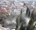 Гъсти облаци прах се носят от кипарисите в Стара Загора