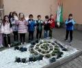 Старозагорски деца сътвориха спирала от цветя