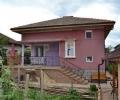 Община Казанлък и местният бизнес възстановиха покрива на ударената от мълния къща