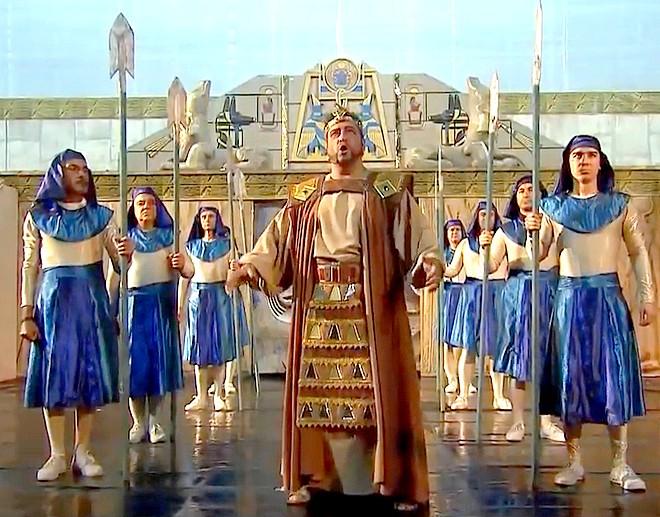 Камен Чанев в ролята на Радамес