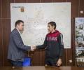 """Спасителят Петър Бонев получи наградата си от """"Ел контрол"""""""