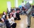 Второкласници забавляваха с приказка старозагорски деца