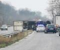 Турски ТИР се обърна на пътя за Казанлък, нанесени са щети по пътната инфраструктура