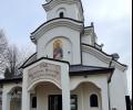 Поставят църковната утвар в храм