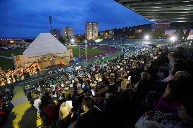 Опера на стадиона (1)