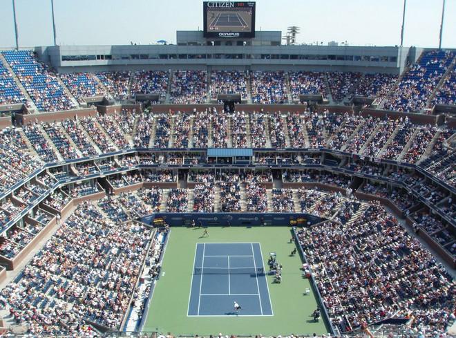 Артър Аш Стейдиъм е централният корт на Откритото първенство по тенис на САЩ и е най-големият в света с капацитет от 23 771 души. Снимка: hikma.blog.bg