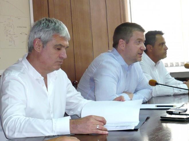 Проектът бе подкрепен от председателя на КНСБ Пламен Димитров (вляво)