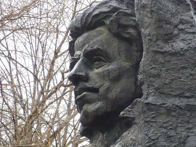 Vasil Levski pametnik fragment 660